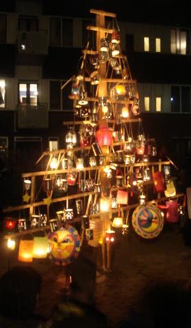 8 boom met lampions 2